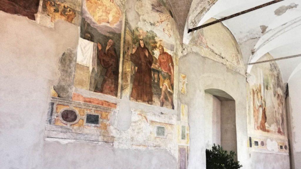 9. tra gli-affreschi.jpeg