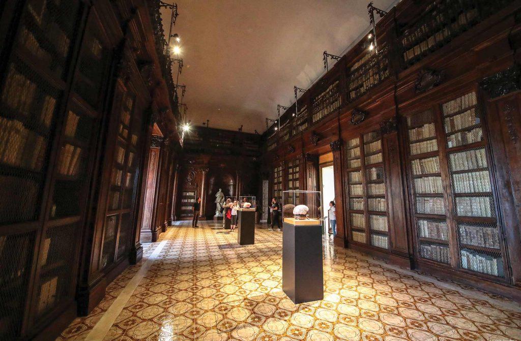Biblioteca-Lucchesiana-1.jpg
