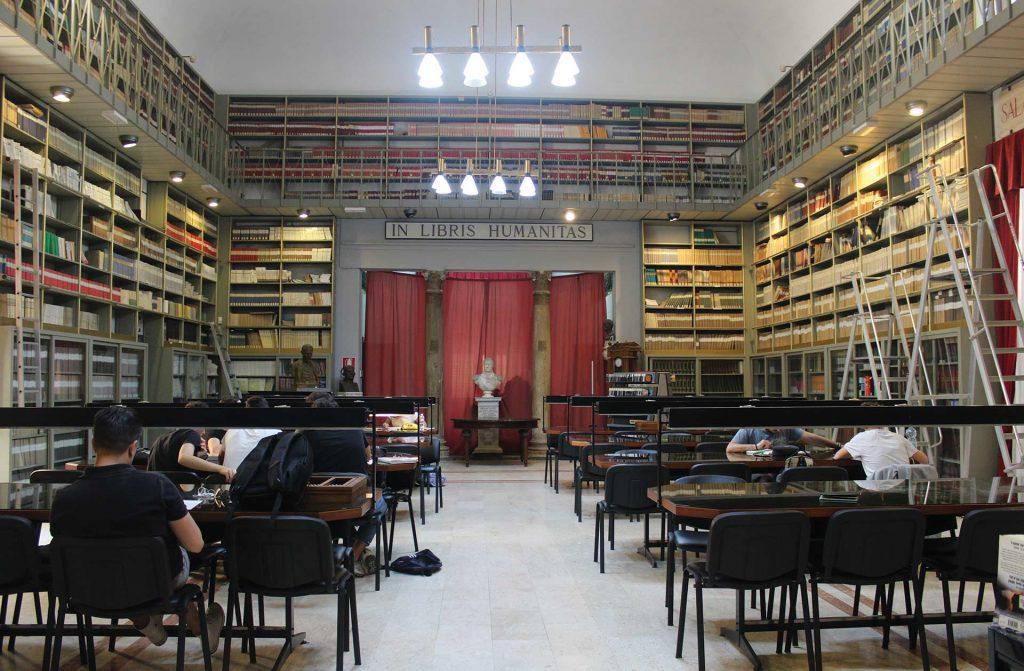 Biblioteca-Fardelliana-1.jpg