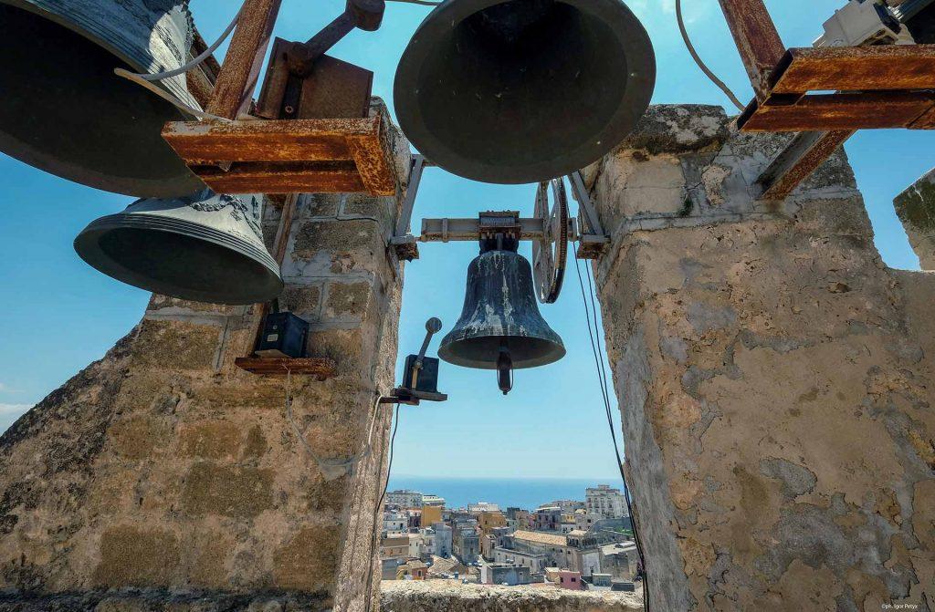 Torre-campanaria-e-chiesa-di-san-michele-2.jpg